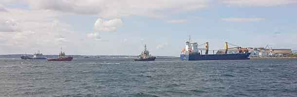 Cargoship pulled free from shoal in Øresund